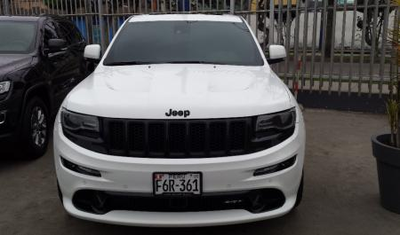 Jeep Grand Cherokee SRT8                                       2013  a solo US$ 67.000