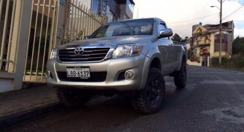 Toyota Hilux CS 4x4 2014 Camioneta Cabina Simple en Loja, Loja-Comprar