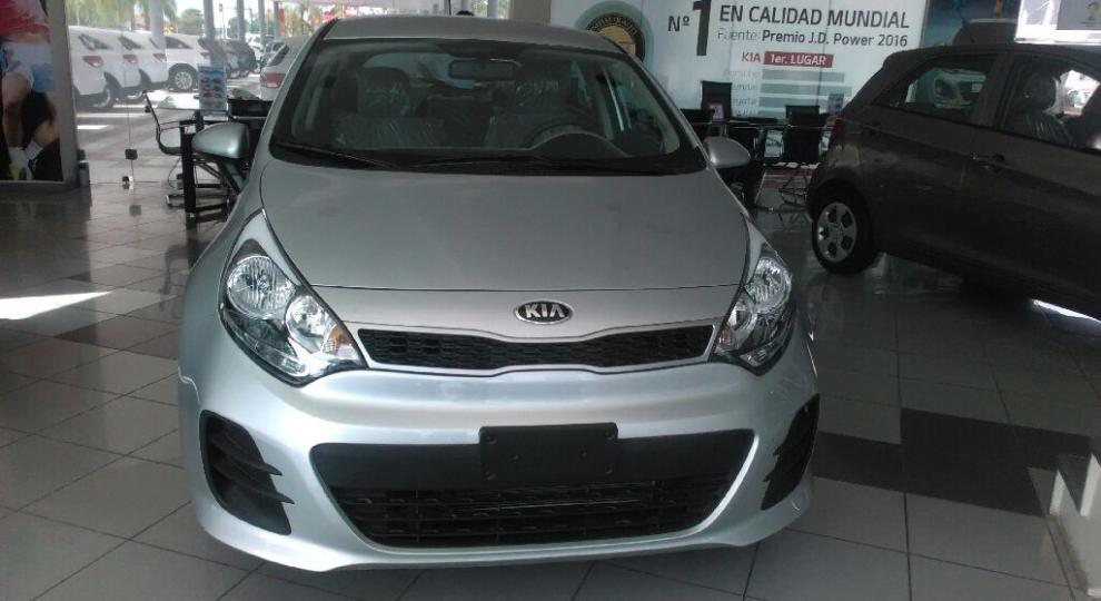 kia rio 2017 hatchback 5 puertas en santa cruz andr s ib ez comprar usado en patiotuerca bolivia. Black Bedroom Furniture Sets. Home Design Ideas