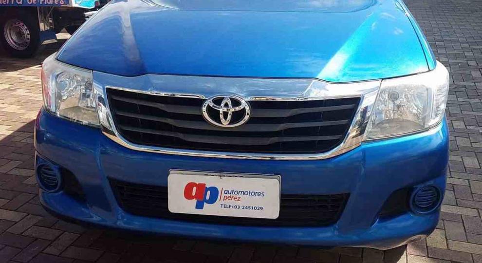 6e381c745 Toyota Hilux CD 4x2 2014 Camioneta Doble Cabina en Ambato ...